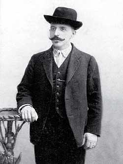 шофер Березин С.В. во время службы в Собственном Его Императорского Величества гараже